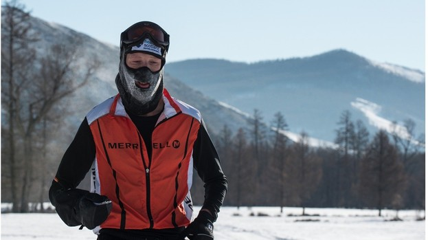Doctor becomes first winner of ice marathon in Outer Mongolia
