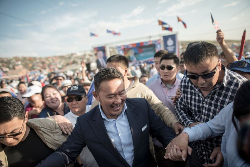 Mongolia President Vote Heads for Run-off as Populist Leads