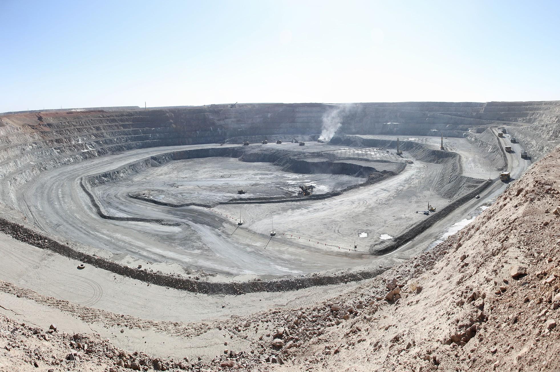 Rio Tinto agrees to invest in Mongolia's Oyu Tolgoi mine