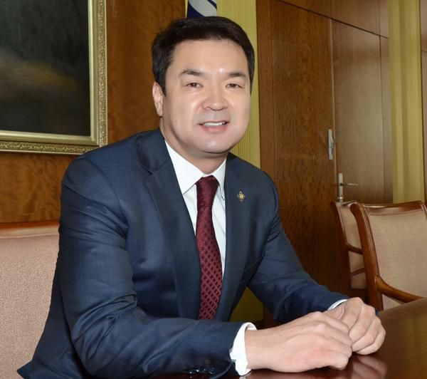 Mongolia gets new prime minister as economy slumps