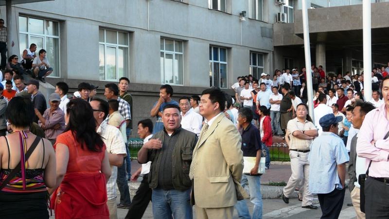 2008 оны 7-р сарын 1, 19:08, Улаанбаатар зочид буудлын өмнөх талбай, НЦГ-ын дарга, цагдаагийн хурандаа О.Зоригт